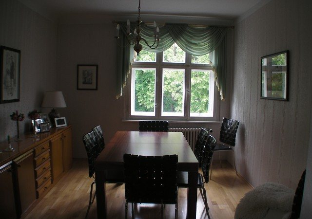 Das Wohnzimmer war vor der Umgestaltung sehr dunkel und nicht wirklich gemütlich