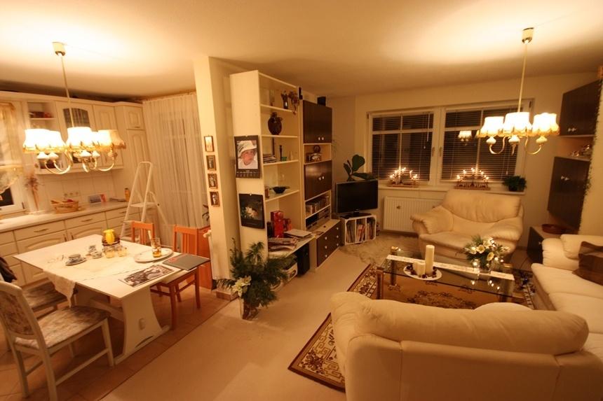Wohnzimmer und Küche - Hier erhalten Sie einen Gesamteindruck der Einrichtung.