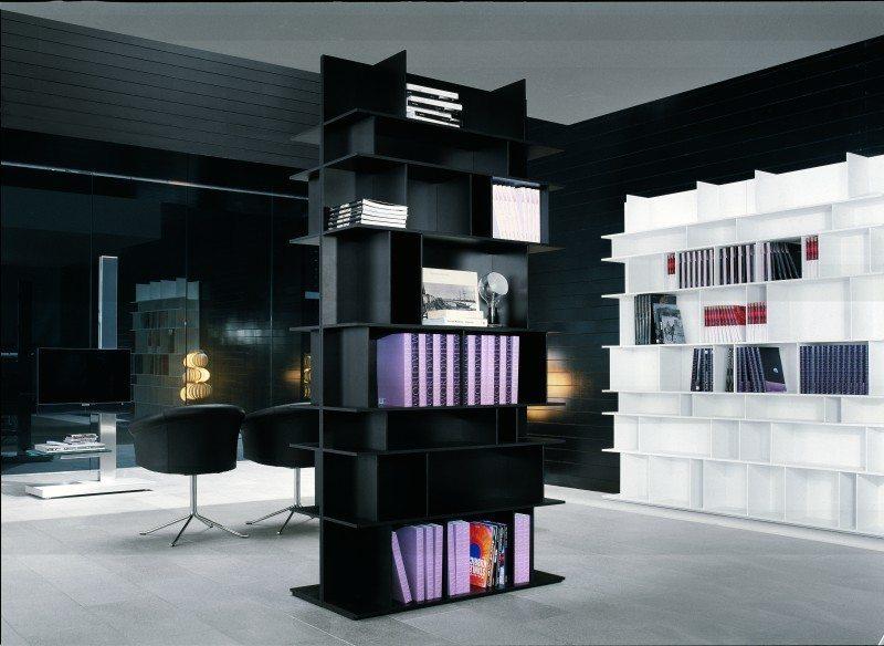Eine Bibliothekseinrichtung mit einem Designerbücherregal