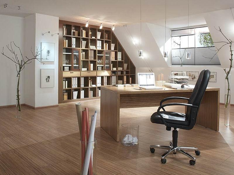 Hier wird ein Dachgeschoss für ein Büro genutzt