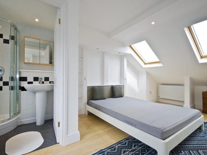 Dachgeschossausbau - Die Nutzung des Dachgeschosses für eine Schlafzimmer- / Badkombination
