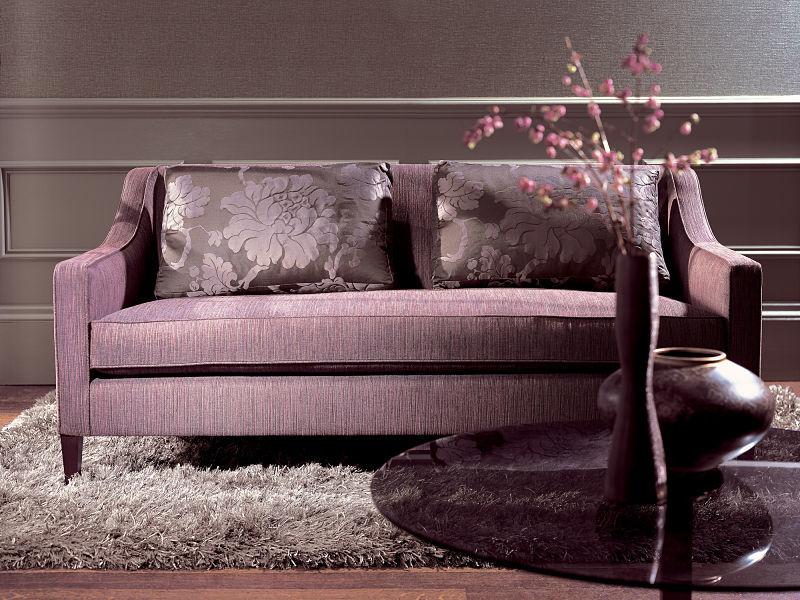 An Exklusivität darf es nicht fehlen. Ein edles Sofa gehört zur Hauseinrichtung dazu.