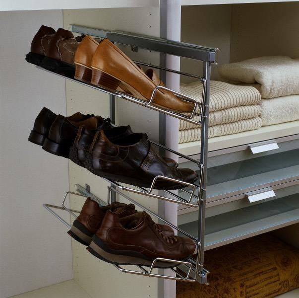 Mit einer ausziehbaren Schuhablage viel Stauraum schaffen