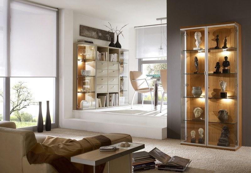 Wohnzimmergestaltung mit Holzmöbeln und passendem Essplatz