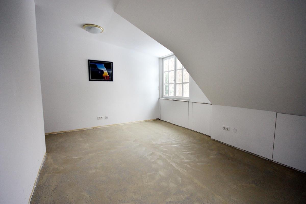 Ankleidezimmer vorher mit Rohfußboden