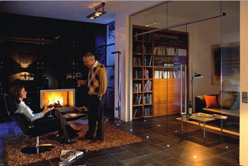 Glas ist ein beliebtes Material um Räume miteinander zu verbinden.