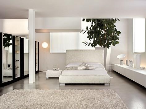 Einrichten in Weiß – Eine Schlafzimmereinrichtung mit einer Kombination aus unterschiedlichen Weißtönen