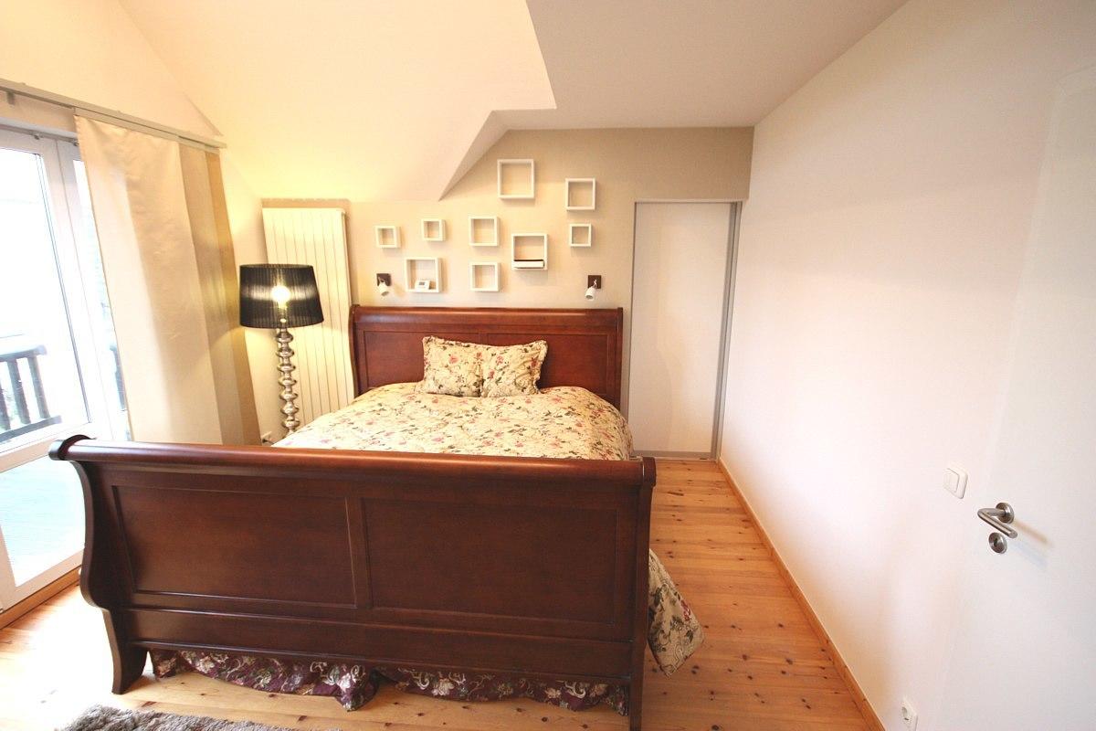 Schlafzimmer gestalten - Dort wo rechts im Bild die weiße Schiebetür zu erkennen ist, befand sich vorher der Kleiderschrank.